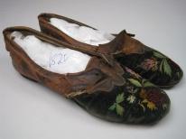 Sapatos masculinos com bodados de Berlim, 1820.