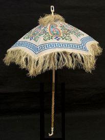 Parasol com cabo esculpido em marfim, entre 1830 - 1850.