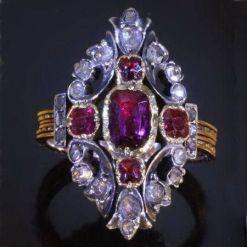 Anel de diamantes e rubis, 1830.