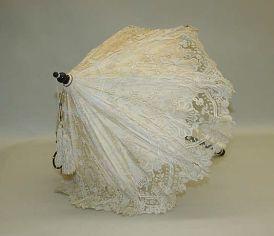 Parasol francês feito de seda, algodão, metal, pérolas e pedras semipreciosas. 1845.