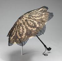 Parasol feito de seda, concha de tartaruga, metal e madeira. Americano, feito entre 1860 - 1865.