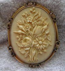 Cameo de um buquê de flores, 1860 - 1870.