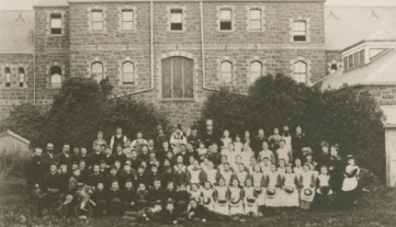 Alunos e professores do Colégio Vitoriano para Surdos.