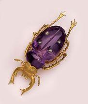Besouro de ametista, diamante e ouro. Assim como o escaravelho, era visto como um símbolo de fertilidade e eternidade.