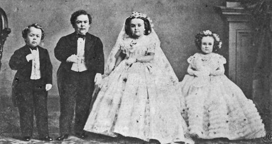 Foto em grupo do casamento. Foram vendidas centenas de cópias.