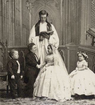 Foto da cerimônia: George Washington Morrison Nutt, Charles Sherwood Stratton, Lavinia Warren Stratton e Minnie Warren.