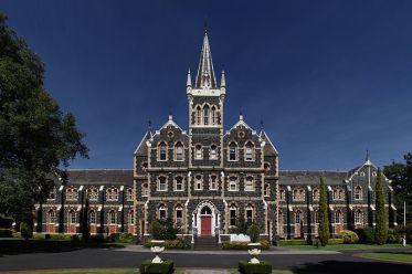 O Colégio Vitoriano para Surdos funciona até hoje.