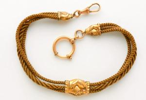Corrente de relógio feito de cabelo, com detalhes em ouro.