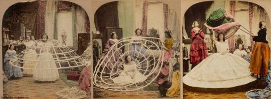 Cartões coloridos mostrando uma mulher sendo vestida com crinolina.