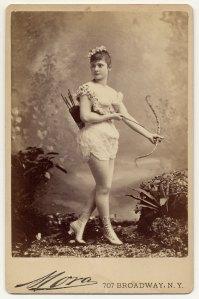 Miss Farrington em 1890.