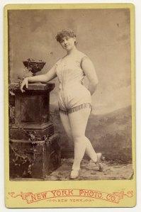 Clara Davenport em 1890.