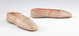 Sapatos provavelmente americanos feitos por volta de 1830 - 1845.