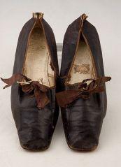 Sapatos de couro de 1830 a 1850.