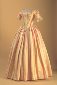 Vestido de brocado de seda, 1840.