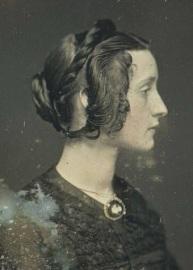 Outro modelo de penteado típico da década de 1850.