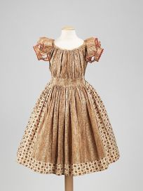 Vestido de criança da década de 1850.