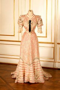 Vestido de verão de Isabel de Áustria, por volta de 1890.