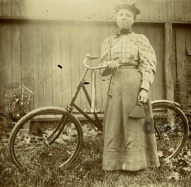 Mulher e sua bicicleta, 1896.
