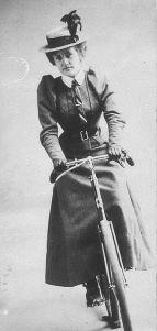 Mulher com sua bicicleta, 1899.