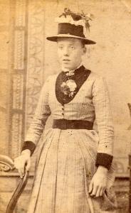 Mulher desconhecida no século 19.