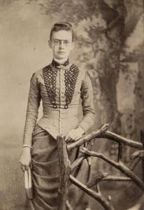 Mulher desconhecida com óculos, século 19.