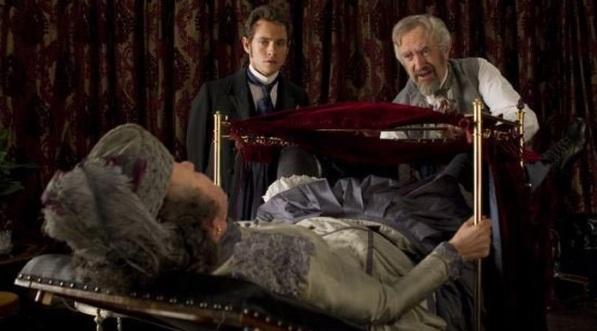 """Cena do filme """"Hysteria"""", de 2011."""