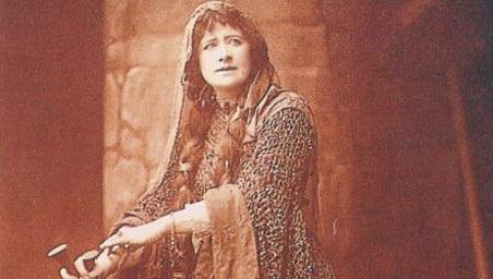 Ellen Terry como Macbeth na peça em 1888.