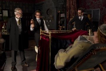 Em uma cena do filme, o doutor Mortimer testa sua invenção.