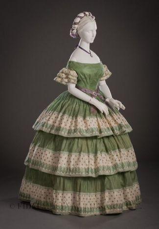 Vestido de manhã de 1855 - 1860.