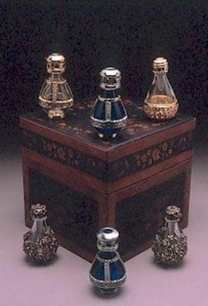 Alguns modelos de garrafas de lágrimas do século 19,