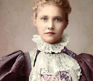 Mulher vitoriana usando um jabô.
