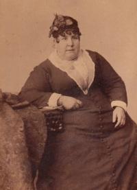 Madame Naomi, uma Mulher Gorda, pesando 254kg.