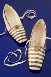 Sapatos que acredita-se ter pertencido à Rainha Vitória, 1840 - 1848.