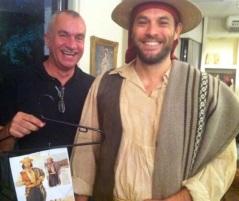O figurinista Severo Luzardo ao lado de Rafael Tombini, que interpretou Pedro Terra