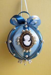 Bolas de natal de tecido, inspiradas no período vitoriano.