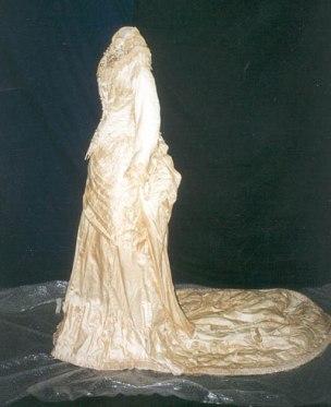 Vestido de noiva, século XIX. Da coleção do Museu.