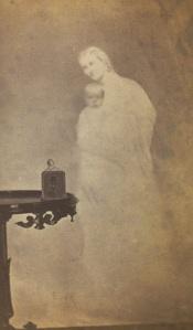 A esposa do sr. Chapin, comerciente de petróleo, e seu bebê. 1862-1875.