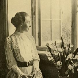 Philippa em seu quarto no Newnham College, em 1891.