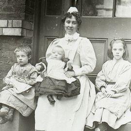 Crianças com uma enfermeira, 1867.